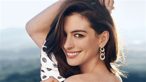 Anne Hathaway Credits Instagram for Helping Her 'Calm Down ...