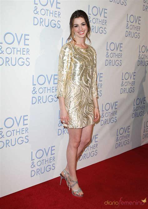 Anne Hathaway en la premier de  Amor y otras drogas  en ...