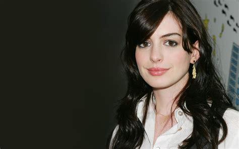 Anne Hathaway: Hot Anne Hathaway Bikini Pics