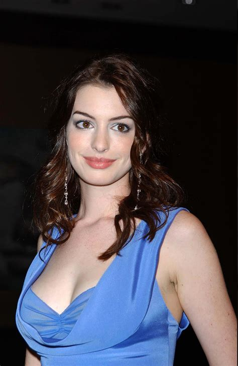 Anne Hathaway Hot Photos   PHOTO & WALLPAPER GALLERY