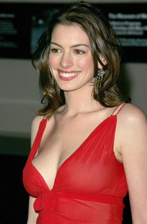Anne Hathaway Hot Red Dress | Anne hathaway, Actrices ...