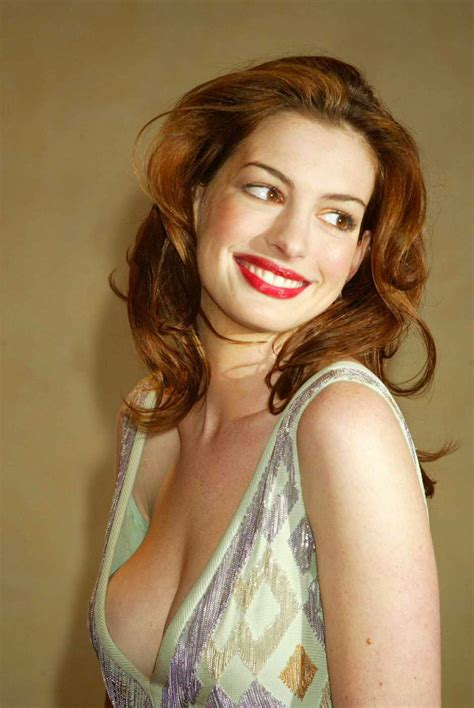 Anne Hathaway Huge Cleavage Show ~ Hot Actress Sexy Pics