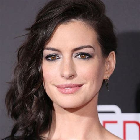 Anne Hathaway Looks Smokin  Hot At The Premiere Of Her Movie!
