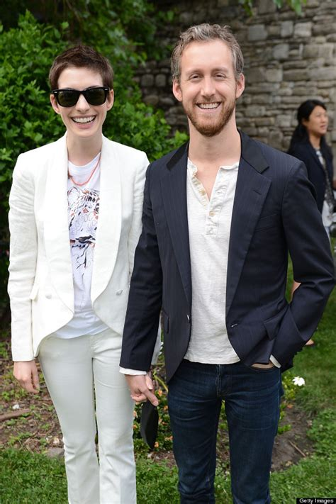 Anne Hathaway Marries Adam Shulman In California