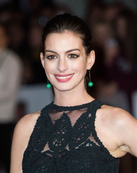 Anne Hathaway Posts Baby Bump Bikini Photo on Instagram ...