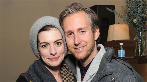 Anne Hathaway Pregnant: Her Road to Baby With Husband Adam ...