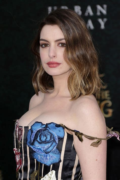 Anne Hathaway Returns to Her Roots With a Dark Brown Dye ...