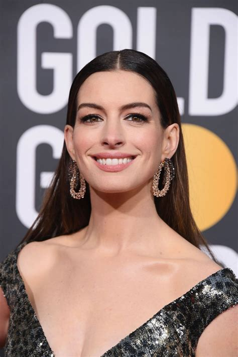 Anne Hathaway – 2019 Golden Globe Awards Red Carpet