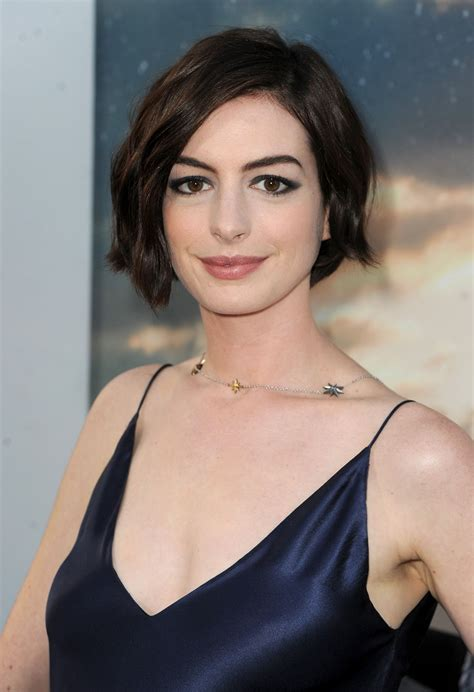Anne Hathaway – 'Interstellar' Premiere in Hollywood