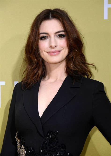 """Anne Hathaway – """"The Hustle"""" Premiere in LA"""