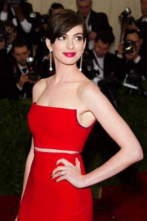 Anne Hathaway Wearing Calvin Klein Collections – 2014 Met ...