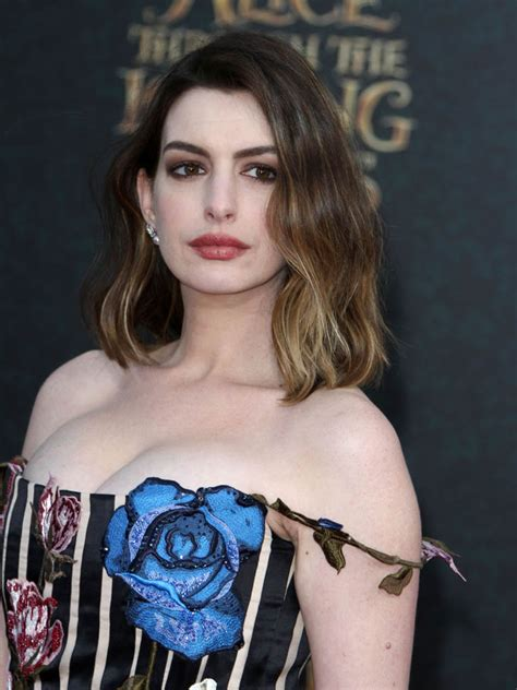 Anne Hathway at LA premiere of Alice Through The Looking ...