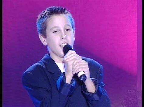 Antonio José, con 10 años, canta  Me derrumbo  en  Veo veo ...