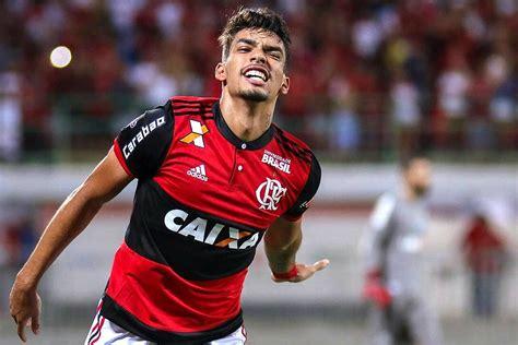 Aos 20 anos, Lucas Paquetá já convence a torcida do ...
