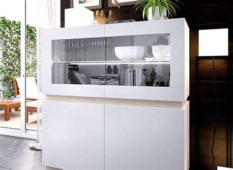 Aparador estilo moderno con vitrina y puertas color blanco