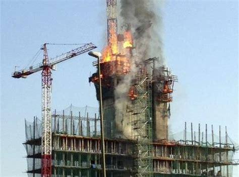 Aparatoso incendio en la nueva sede que BBVA construye en ...