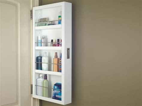 Aprovecha el espacio en el baño con un armario colgado en ...