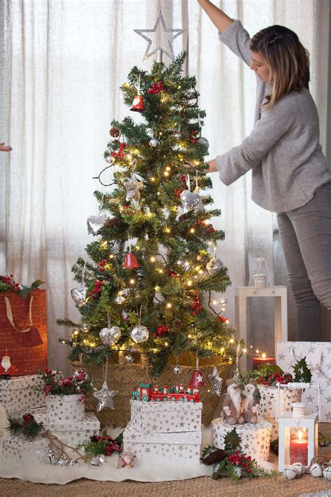 Árboles de Navidad en blanco, rojo y plata #muymucho # ...