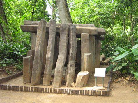 Archivo:Tumba Olmeca.jpg   Wikipedia, la enciclopedia libre