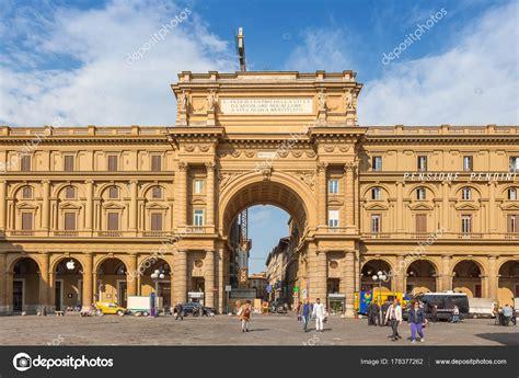 Arco en Piazza della Repubblica  Plaza de la República  en ...