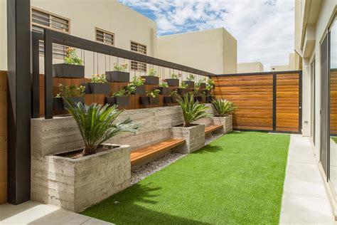 Área Exterior CAF: Jardines de estilo minimalista por S2 ...