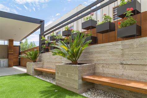 Área exterior caf s2 arquitectos jardines minimalistas ...