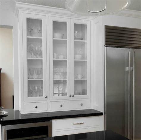 Armarios con vitrina para la cocina   pisos Al día   pisos.com