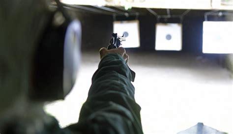 Armas. La libreta de tiro y las tarjetas de tirador ...