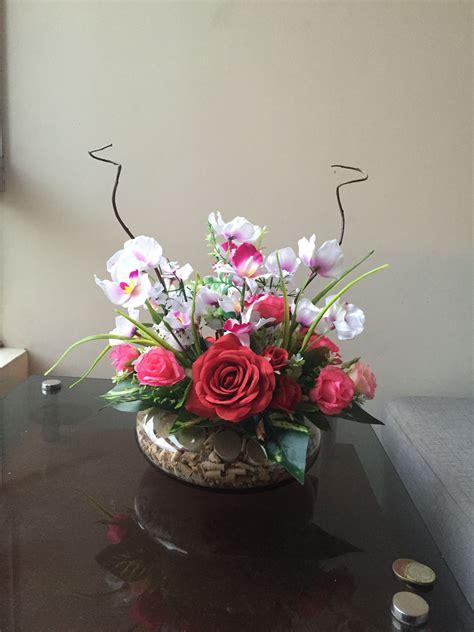 Arreglo con flores artificiales con toques ecológicos para ...