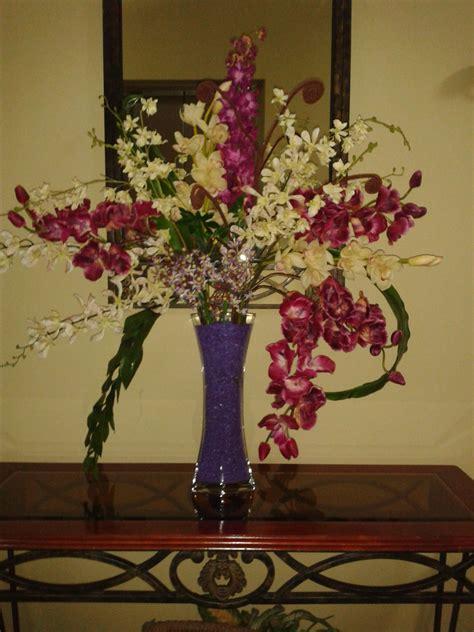 Arreglo con flores artificiales para lobby | Flores ...