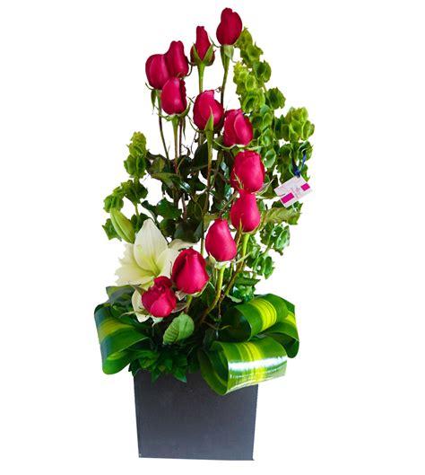 Arreglo de flores naturales en delicada base | Flores ...
