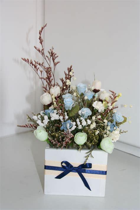 Arreglos con flores artificiales
