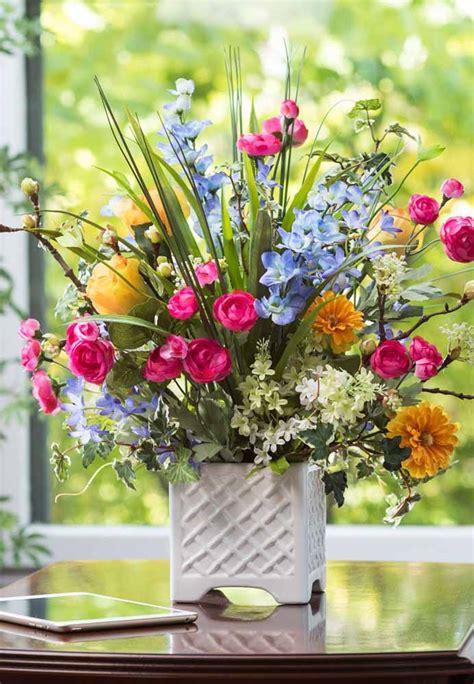 Arreglos y centros de mesa con flores artificiales   Más ...