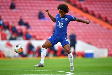 Arsenal offer three year contract to Chelsea playmaker ...