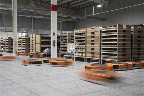 Así funcionan los robots de Amazon que llegan a España ...