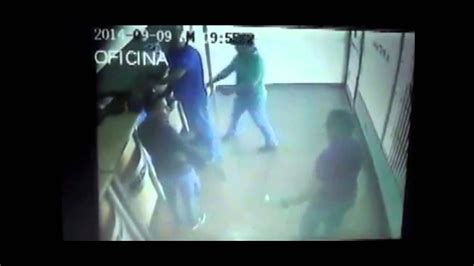 Atraco en MRW Venezuela 2014   YouTube