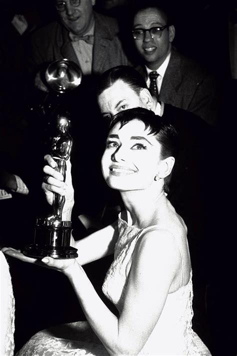 Audrey at the Oscars   Audrey Hepburn Photo  5201965    Fanpop