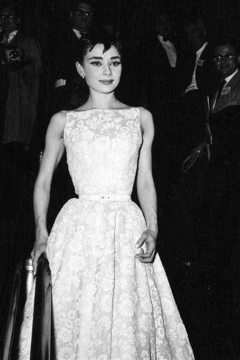 Audrey Hepburn, 1954 | Oscar fashion, Audrey hepburn oscar