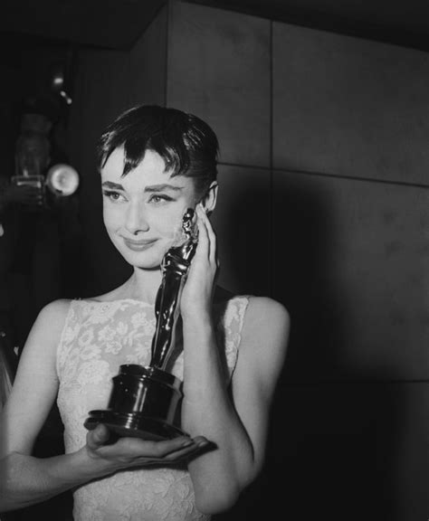 Audrey Hepburn, 1954 | The Best Oscars Hairstyles of All ...