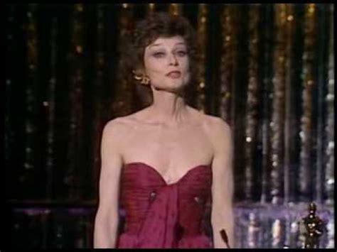 Audrey Hepburn presents an Honorary Oscar to King Vidor ...