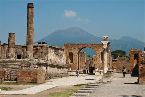August 24, AD 79: Vesuvius Destroys Pompeii!   Stephen ...