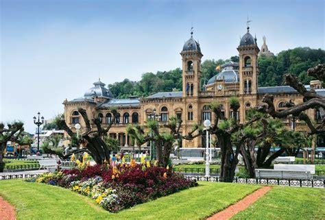 Ayuntamiento y Alderdi Eder | San sebastian, Viajes, Turismo