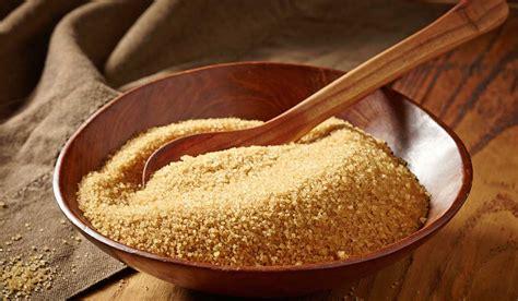 Azúcar morena y azúcar blanca, ¿cuál es mejor para tu salud?
