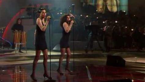 Azúcar Moreno canta y baila  Lo malo , de Aitana War, en ...