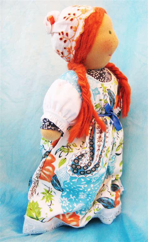 Azucena. Muñeca Waldorf de abrazar de lana y algodón ...