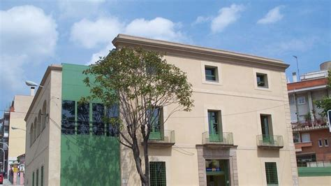 Badalona contratará un centenar de parados mayores de 45 años
