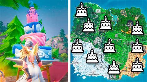 Baila delante de pasteles de cumpleaños distintos ...