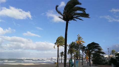 Baleares en alerta por un temporal de viento y olas de ...