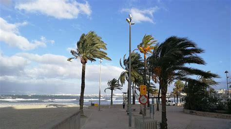 Baleares en alerta por vientos y olas de hasta siete ...