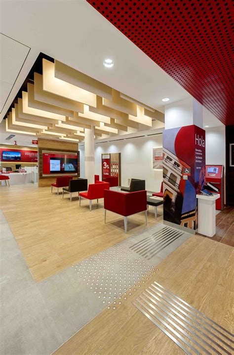 Banco Santander, A different model of doing banking in Spain